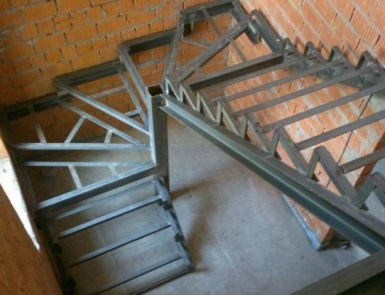 Лестницы любой формы в дом, квартиру , перила ,ступени  Производство в Киеве , . Киев, Киевская область. фото 12