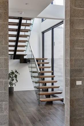 Лестницы любой формы в дом, квартиру , перила ,ступени  Производство в Киеве , . Киев, Киевская область. фото 10