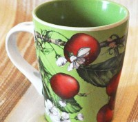 Чашка зелёная с вишней. Киев. фото 1
