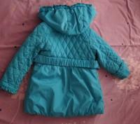Продам демисезонную курточку на девочку рост 86 см, наполнитель холлофайбер, сос. Мелитополь, Запорожская область. фото 4