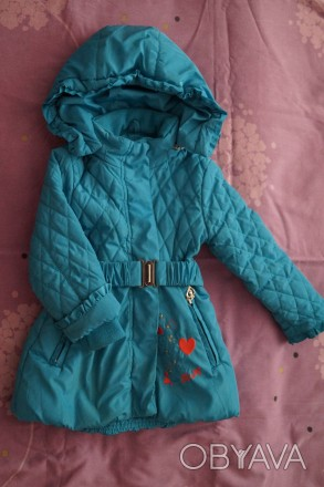 Продам демисезонную курточку на девочку рост 86 см, наполнитель холлофайбер, сос. Мелитополь, Запорожская область. фото 1