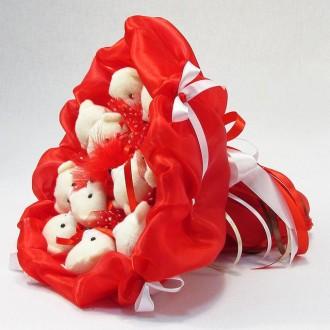 Букет из игрушек Мишки 11. Красный. Внешняя часть композиции оформлена в насыщен. Киев, Киевская область. фото 4