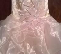 Платье нарядное, почти новое, один раз одели. Все вопросы по телефону.. Житомир, Житомирская область. фото 3