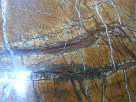 Индийский мрамор с янтарным теплым фоном. На фоне полоски и прожилки коричневого. Киев, Киевская область. фото 11