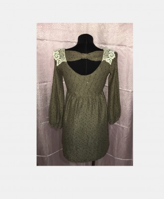 Трикотажное платье с пайетками ,кружевным воротником и небольшим вырезом на спин. Южный, Одесская область. фото 3