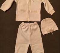 белый нарядный костюмчик: кофточка, штанишки и шапочка. Київ. фото 1