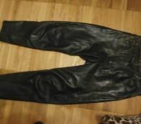Кожаные брюки пошиты в форме джинсов. Куплены в Германии для езды на мотоцикле.Н. Винница, Винницкая область. фото 3