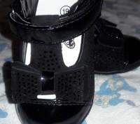 Очень красивые туфельки. Надели 1 раз .внутри натуральная кожа , ножка малышки н. Киев, Киевская область. фото 2