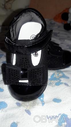 Очень красивые туфельки. Надели 1 раз .внутри натуральная кожа , ножка малышки н. Киев, Киевская область. фото 1