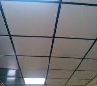 Пластиковые подвесные потолки - это кассетные подвесные потолки. Киев. фото 1
