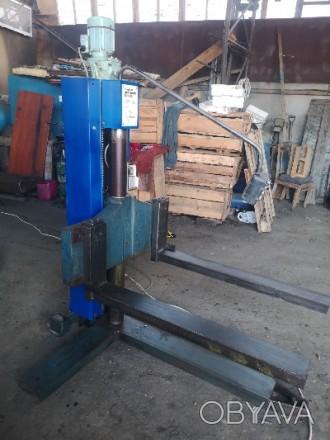 Подъемник электромеханический передвижной  г/п 1000 кг