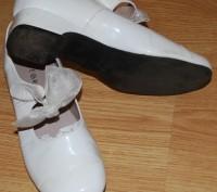 Туфлі білі, лакові, на каблучку, довжина стельки 21 см., стан дуже добрий.. Львов, Львовская область. фото 4