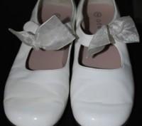 Туфлі білі, лакові, на каблучку, довжина стельки 21 см., стан дуже добрий.. Львов, Львовская область. фото 3