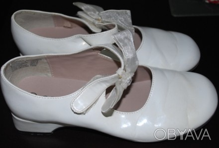 Туфлі білі, лакові, на каблучку, довжина стельки 21 см., стан дуже добрий.. Львов, Львовская область. фото 1