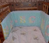 Бортик в детскую кроватку - мягкая защита.. Стрый. фото 1