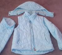 Куртка-жилетка с капюшоном