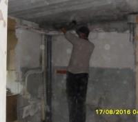 Демонтируем сантехнические кабины это увеличит высоту ванной комнаты.После демон. Донецк, Донецкая область. фото 3