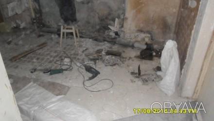 Демонтируем сантехнические кабины это увеличит высоту ванной комнаты.После демон. Донецк, Донецкая область. фото 1