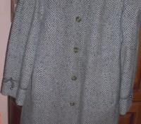 Пальто сірого кольору. Новый Роздол. фото 1