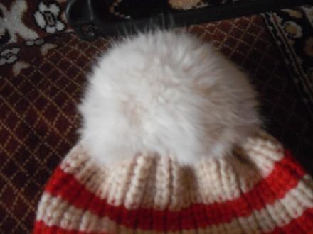 Теплая красная вязаная шапочка с помпоном из меха для девочки с отворотом. Англи. Полтава, Полтавская область. фото 3