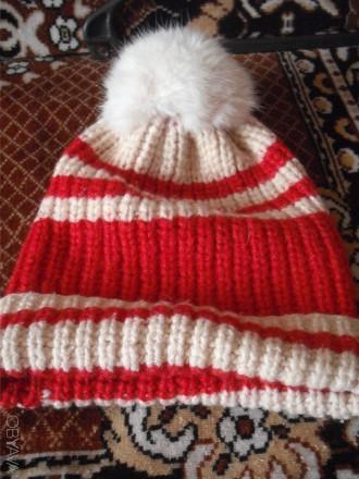 Теплая красная вязаная шапочка с помпоном из меха для девочки с отворотом. Англи. Полтава, Полтавская область. фото 1