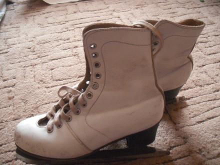 Кожаные коньки для фигурного катания. Длина стельки 22,5, высота каблучка - 4 см. Полтава, Полтавская область. фото 2