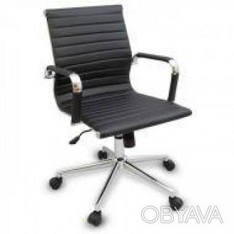 Кресло офисное, средняя спинка, сидение из прошитого кожзама, кресло вращается и. Днепр, Днепропетровская область. фото 1