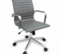 Кресло офисное, средняя спинка, сидение из прошитого кожзама, кресло вращается и. Днепр, Днепропетровская область. фото 2