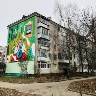 Уникальный пятиэтажный кирпичный дом с толстыми стенами, возводился в 1979 году . Бобровица, Чернигов, Черниговская область. фото 12