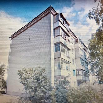 Уникальный пятиэтажный кирпичный дом с толстыми стенами, возводился в 1979 году . Бобровица, Чернигов, Черниговская область. фото 11