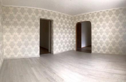 Уникальный пятиэтажный кирпичный дом с толстыми стенами, возводился в 1979 году . Бобровица, Чернигов, Черниговская область. фото 3