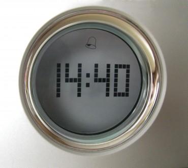 Часы с радиоприемником, недорого. Львов. фото 1