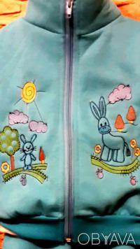 Трикотажный комплект состоит из джемпера, жилетки и штанишек. Удобный джемпер из. Малин, Житомирская область. фото 7