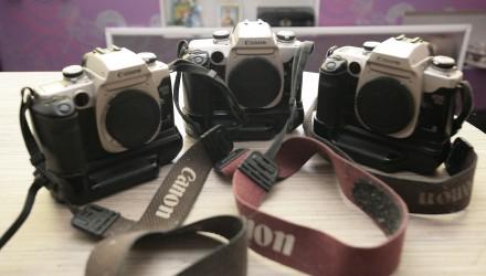 Продам Фотоапарат японський плівковий CANON EOS 50e з бустером. Киев. фото 1