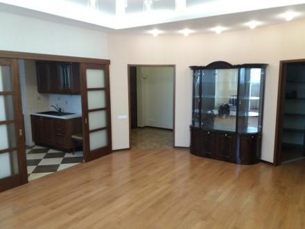 Продам 3-х комнатную квартиру по ул. Любарского д. 36.  Кирпичный дом 2006 года . Днепр, Днепропетровская область. фото 11