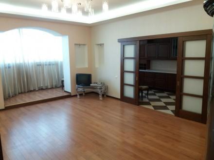 Продам 3-х комнатную квартиру по ул. Любарского д. 36.  Кирпичный дом 2006 года . Днепр, Днепропетровская область. фото 2