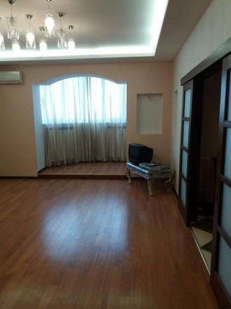 Продам 3-х комнатную квартиру по ул. Любарского д. 36.  Кирпичный дом 2006 года . Днепр, Днепропетровская область. фото 3