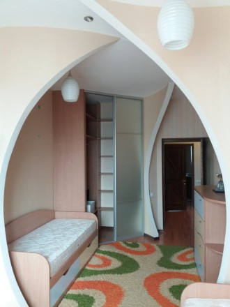 Продам 3-х комнатную квартиру по ул. Любарского д. 36.  Кирпичный дом 2006 года . Днепр, Днепропетровская область. фото 4