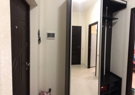 В квартире есть вся необходимая мебель и бытовая техника. Лоджия из кухни 9 м2.. Киевский, Одесса, Одесская область. фото 6