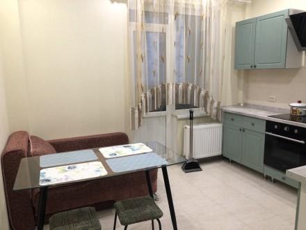 В квартире есть вся необходимая мебель и бытовая техника. Лоджия из кухни 9 м2.. Киевский, Одесса, Одесская область. фото 2