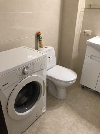 В квартире есть вся необходимая мебель и бытовая техника. Лоджия из кухни 9 м2.. Киевский, Одесса, Одесская область. фото 9
