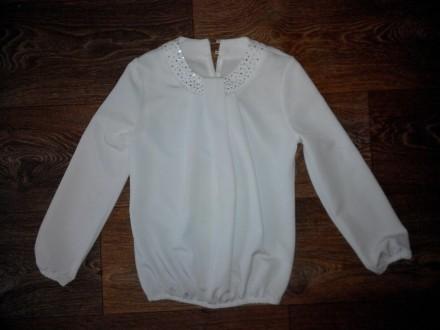 Красивая белая блуза для девочки на рост до 134 см.. Лозовая. фото 1