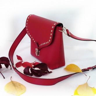Красная сумка кроссбоди сделана из натуральной кожи , декорирована металлическим. Одесса, Одесская область. фото 5