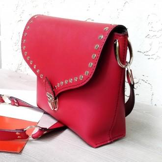 Красная сумка кроссбоди сделана из натуральной кожи , декорирована металлическим. Одесса, Одесская область. фото 3
