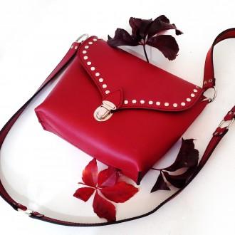 Красная сумка кроссбоди сделана из натуральной кожи , декорирована металлическим. Одесса, Одесская область. фото 6