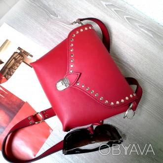 Красная сумка кроссбоди сделана из натуральной кожи , декорирована металлическим. Одесса, Одесская область. фото 1