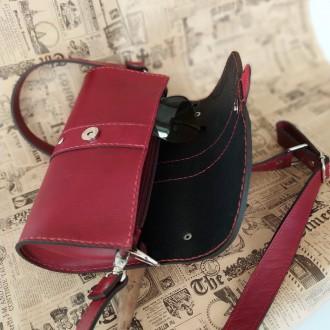 Удобная, надежная сумка из плотной кожи . В сумке 3 отделения . Внутри  черная к. Одесса, Одесская область. фото 6