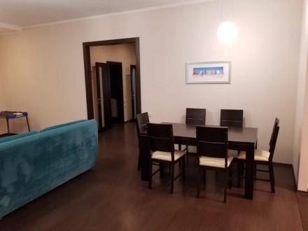 Сдам свою 3-комнатную квартиру (кухня совмещена с гостиной, две спальни) в Киеве. Киев, Киевская область. фото 3