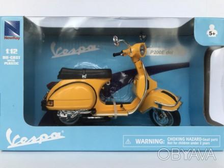 Модель скутер 1:12 Vespa P200E Del PIAGGIO жовта New Ray игрушка веспа мотоцикл