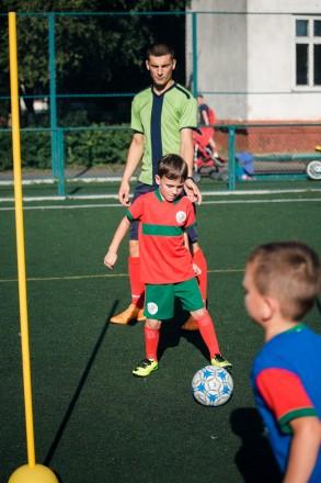 Привіт. Мене звати Олег, мені 23 роки і я - дитячий тренер по футболу. Вже досит. Ровно, Ровненская область. фото 4